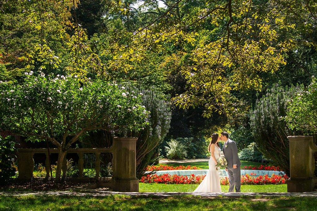 Planting Fields Arboretum wedding kiss photo