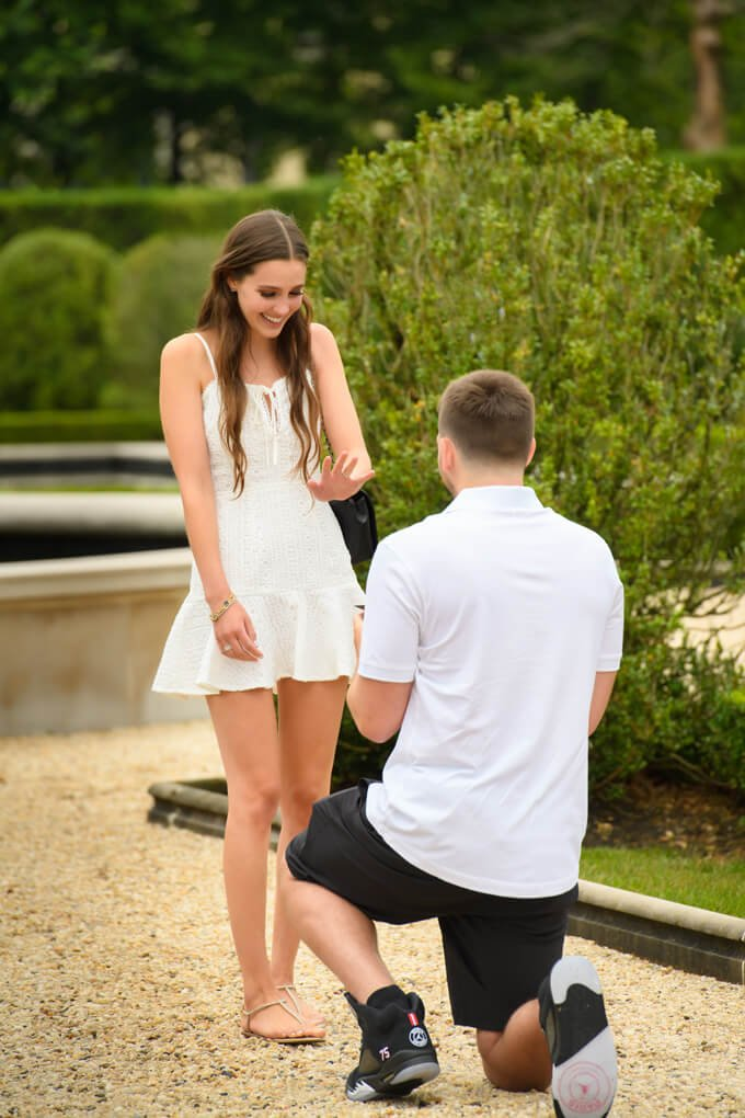 Surprise proposal looking at the ring