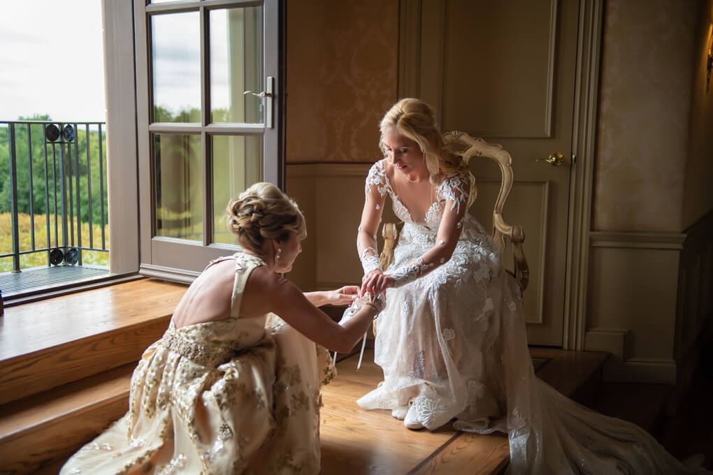Bride getting ready at Oheka Castle