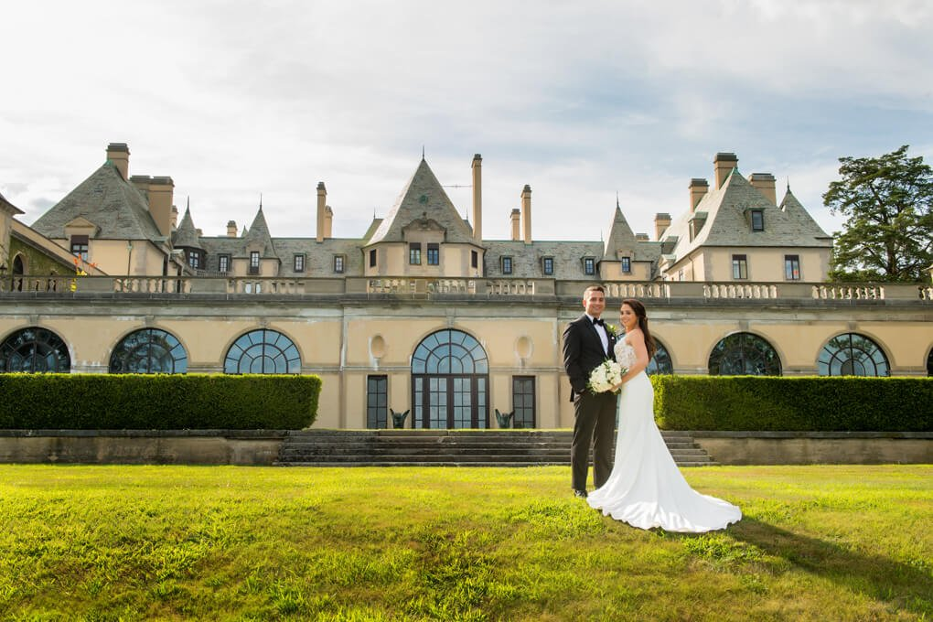 Bride and groom at Oheka Castle