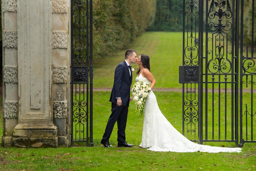 Bride and groom at Old Westbury Garden's